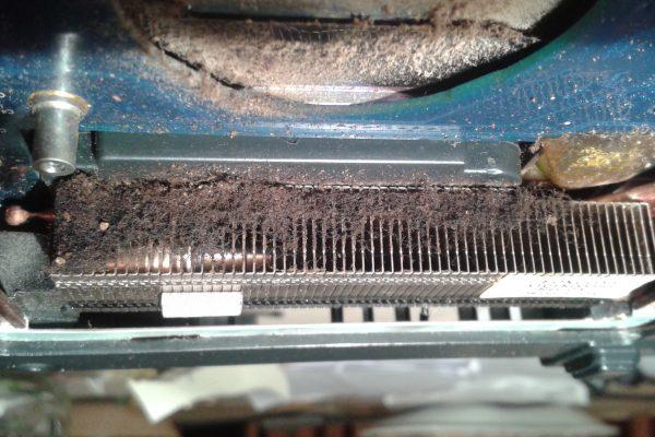 radiator laptopa zapchany kurzem