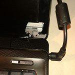 uszkodzony zawias w laptopie wyłamał ramkę mocowania matrycy